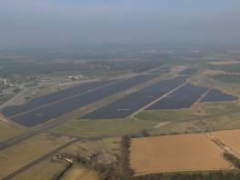 duża farma solarna w Coltishall