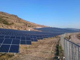 Panele słoneczne na farmie