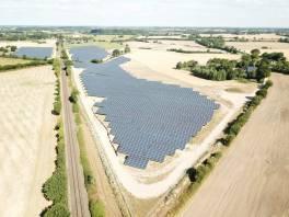 farma solarna o dużej powierzchni w niemczech